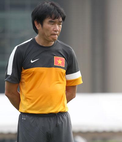 National football team's coach Phan Thanh Hung resigns