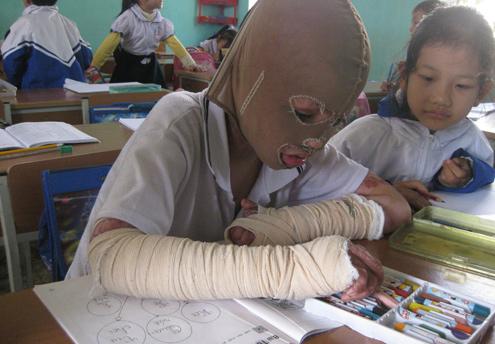 6-year-old boy wears mask to school