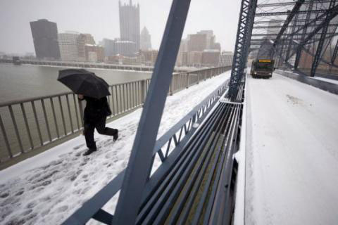 Seven dead as US storm snarls Christmas travel