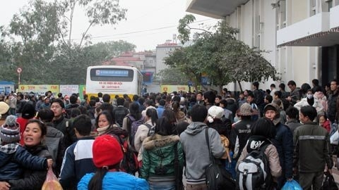 People flock to Hanoi after New Year holidays