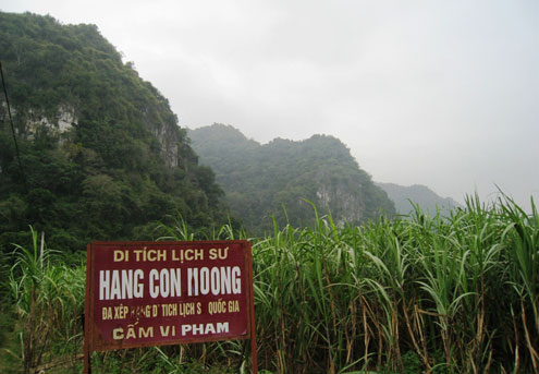 Vietnam, Con Moong cave, excavation