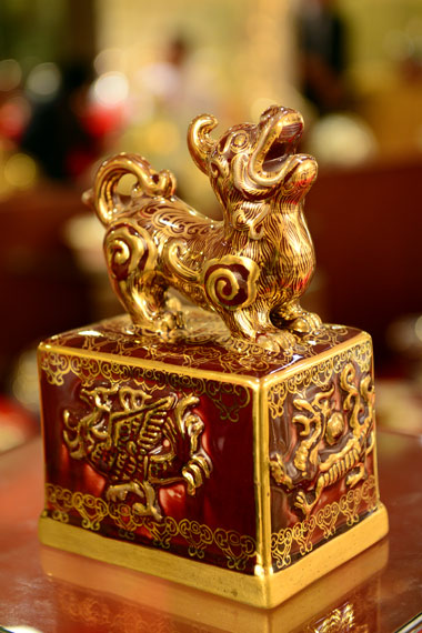 gold-painted ceramic, Hai, Hai Phong