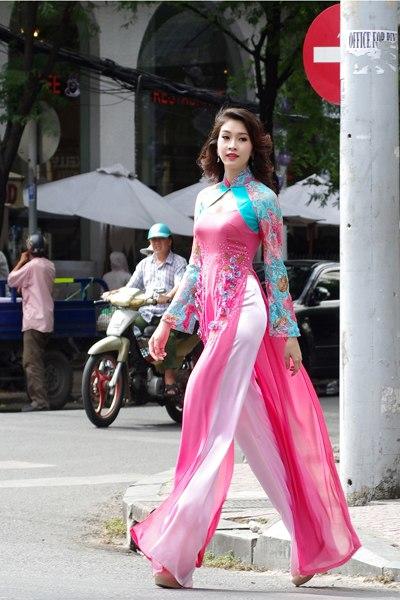 Miss Vietnam, Thu Thao, ao dai, Vo Viet Chung, Saigon, street