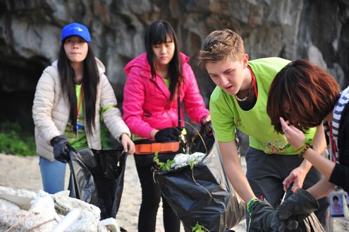 Ha Long, rubbish, international volunteers