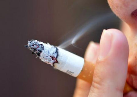 Women smokers 'face greater health risks than in past'