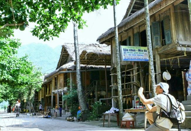 home stay tour, Hoa Binh, Muong, stilt house, tourist