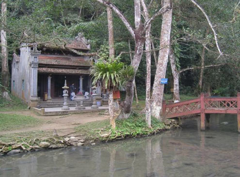 thanh hoa, fish stream, snake, temple, tourist