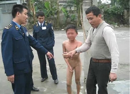 boy, strip, naked, humiliation, hai phong, computer game