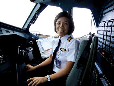 Vietnam, female pilot, Vietnam Airlines' Flying Training Centre