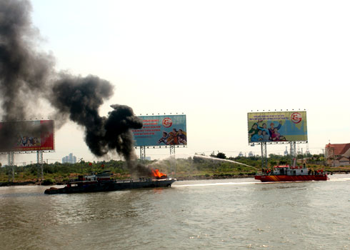 saigon, hcm city, firefighting, firefighting ship, police