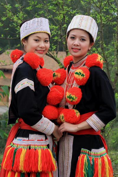 ethnic women, traditional costumes, beauty