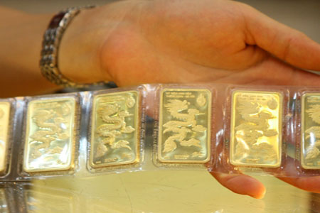 SBV trades non-SJC gold, commercial banks make fat profit