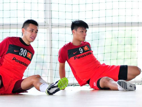 Two overseas Vietnamese undetermined to play in V-League