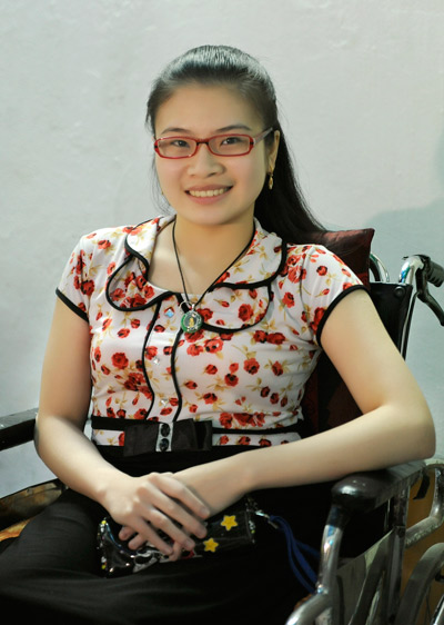 Nguyen Thi Anh Ngoc, 21, from Hai Duong Province. Suffering from a movement disability, Ngoc dreams of becoming a psychotherapist. She is a student of the Psychology Faculty of the Hanoi University of Social Sciences and Humanities.