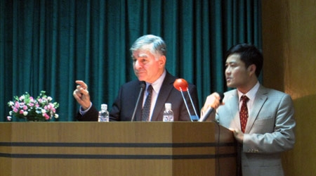 Former U.S. Presidential candidate praises Vietnam's reconciliation spirit