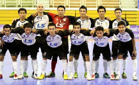 Thai Son Nam qualify for semi-final round