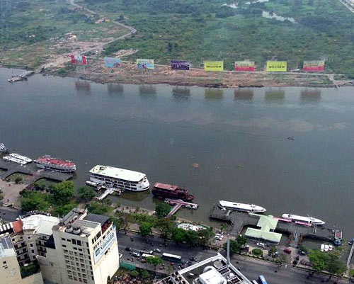 The different looks of the Saigon riverbanks