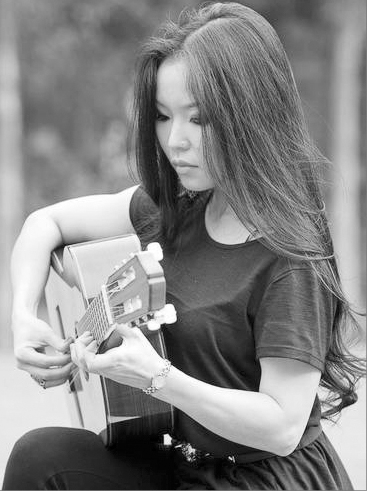 Excellent overseas guitarist to perform in Hanoi