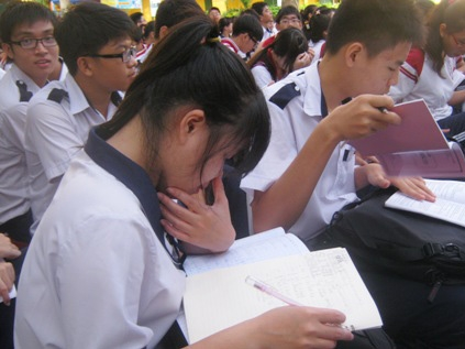 Vietnamese students have to attend extra classes to understand lessons
