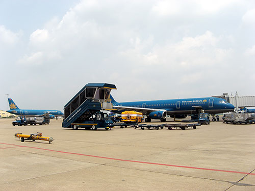 Vietnam calls for investments in airports