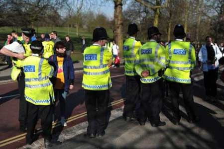 Boston tributes, tighter security at London Marathon