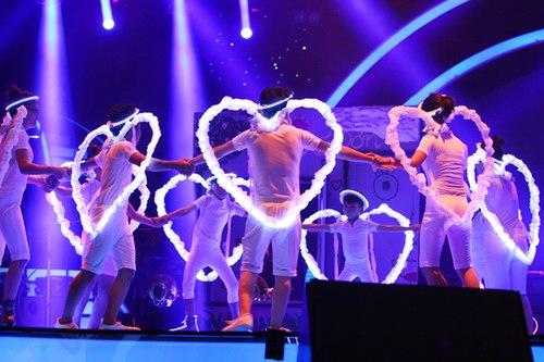 Hoa Mau Don circus troupe.