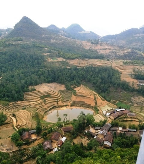 The houses of the Lo Lo people at the foothills of Lung Cu.