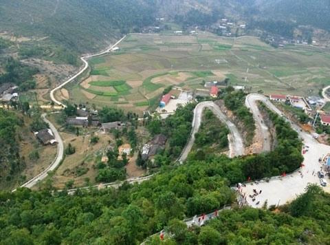 The mountainous roads.