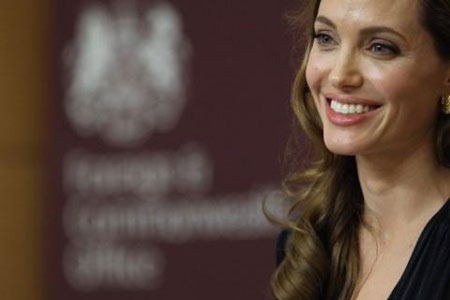 Women hail 'brave' Angelina Jolie's mastectomy revelation