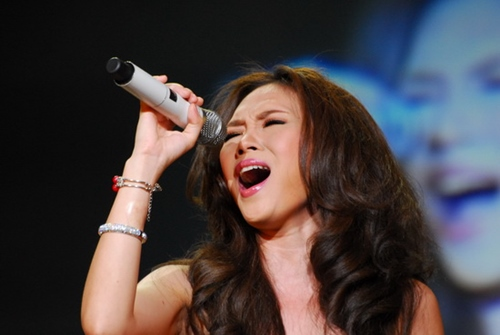 """Cambodian singers """"steal"""" songs of Vietnamese colleagues"""
