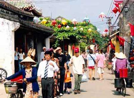 Tourism, high airfare, northern provinces, Mekong Delta