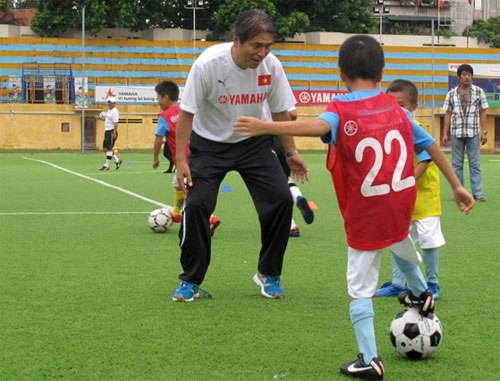 Japanese coach, football, young football, summer camp, children