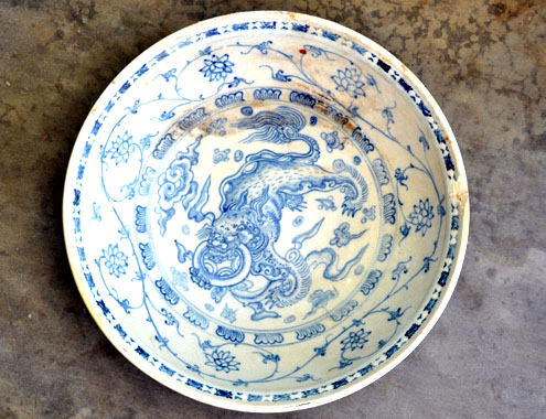 This ceramic plate is priced from US$15,000 to $30,000.