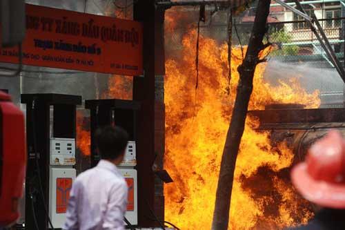 Petrol stations deemed to be unsafe following Ha Noi blaze