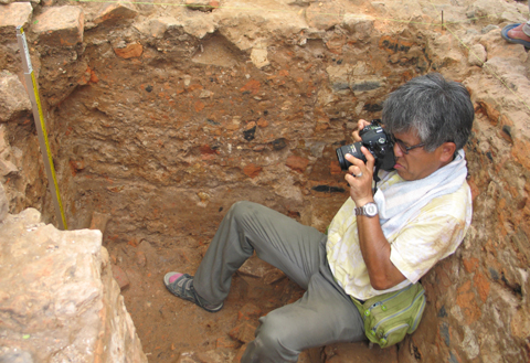 Vietnamese people mourn over Japanese archaeologist's death
