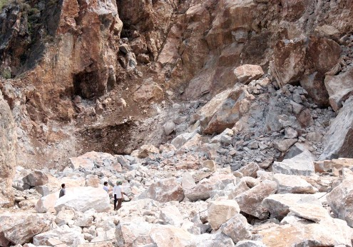 Thanh Hoa: Deputy Director fired after quarry accident