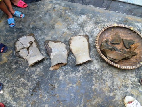 At 6am on June 14, while digging a well for water, Nguyen Van Toan's family in village 6, Ky Dien commune, Dien Chau district, Nghe An province unexpectedly discovered a fossil skeleton.