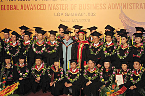 The graduation ceremony of 35 business administration master degree holders, granted by ETC Center and Griggs University (U.S.A). Photo: VNU.