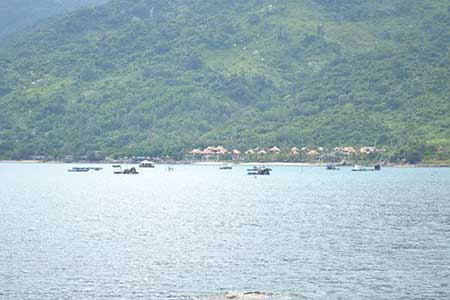 Some rafts are 1km away from the beach where tourists can go fishing.
