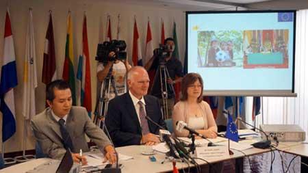 EU, economic restructuring, poverty reduction, global economic integration