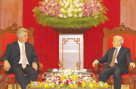 Party Secretary General Nguyen Phu Trong receives First Vice President of the Council of State and Council of Ministers of Cuba Miguel Diaz on Friday.