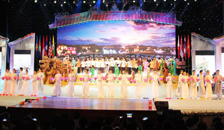 The fifth Quang Nam Heritage Festival officially kicked off on June 22 in Hoi An Town with a variety of art performances.