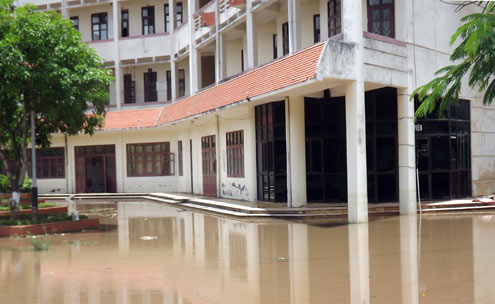 The Do Son Boarding High School is flooded after storm. In the afternoon of June 24, the water began to recede gradually.