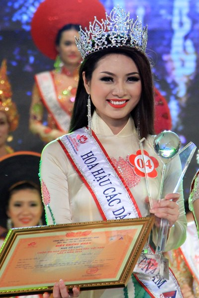 Ngoc Anh crowned Miss Ethnic Vietnam