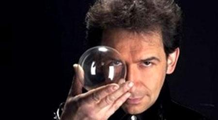 Italian magician, Erix Logan, Lan Anh stage