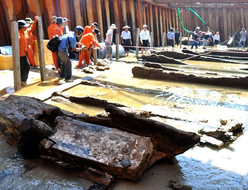 wrech, shipwreck, binh chau, quang ngai, intact, ancient ship, excavation, ceramics