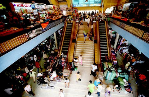 Foreign giants hunt for retail space in HCM City