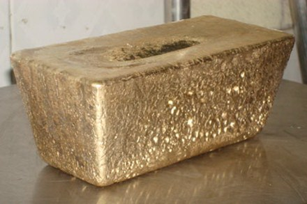 A bar of gold for export of Bong Mieu Company.