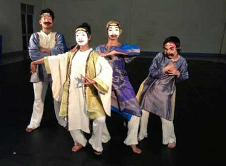 A scene from physical theater production Mahabharata - Photo: Courtesy of organizers