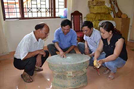 Ancient bronze drum, Bac Kan, Dong Son culture